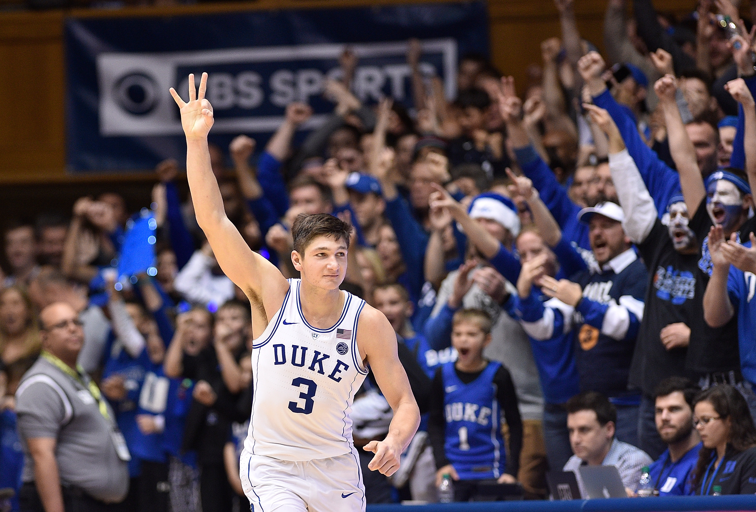 Duke bounces back by pounding Pitt